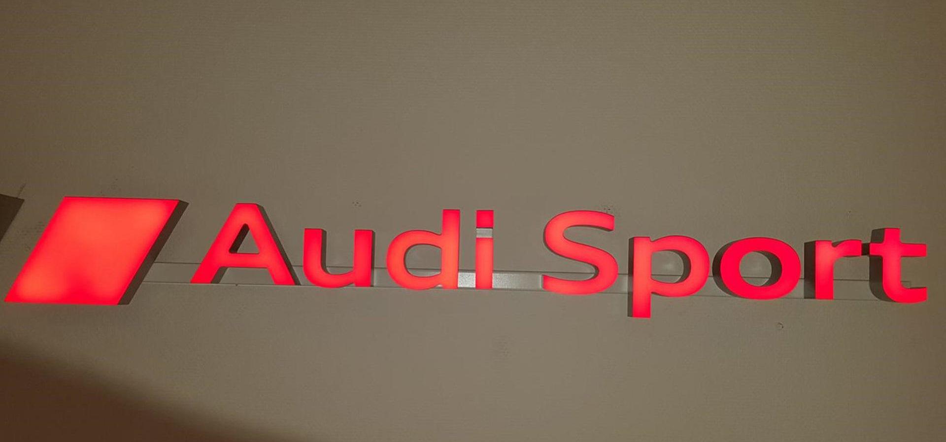 Audi Sport Schriftzug