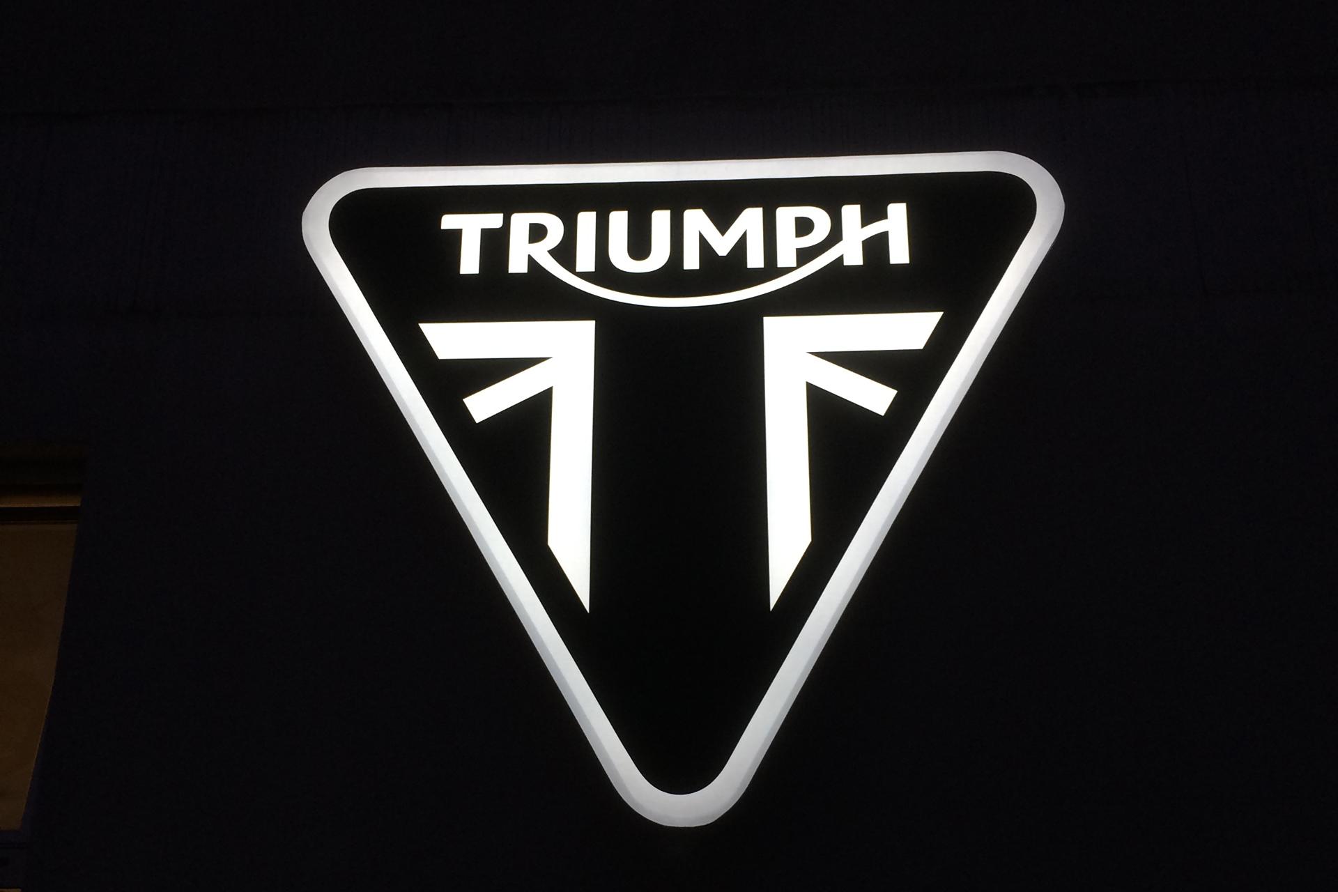 Triumph Motorrad Lichtwerbung