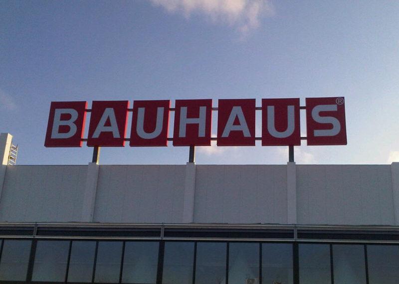 Bauhaus Dachwerbeanlage