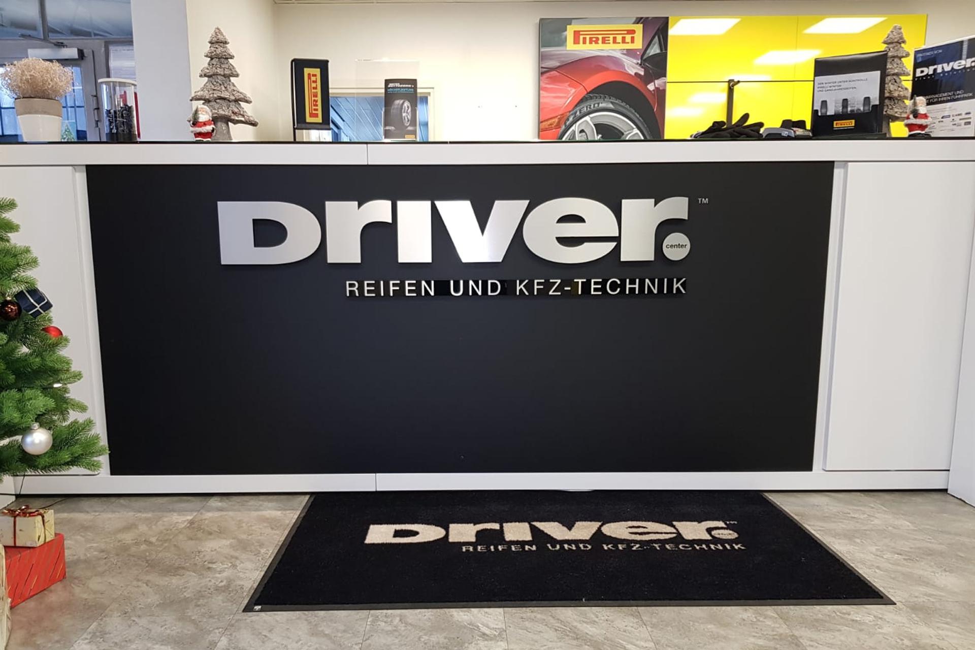 Pirelli Driver Schriftzug